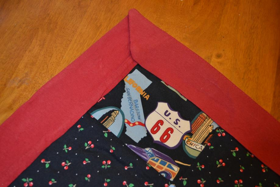 how to bind a quilt - showing quilt binding corners